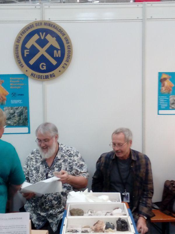 Spezialisten im Gespraech am VFMG-Stand - Foto Hohl